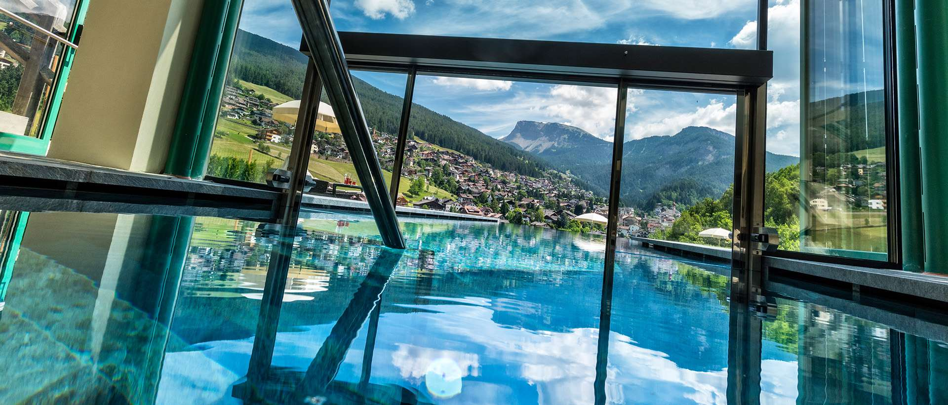 Outdoor Infinity Pool & Panorama-Hallenbad